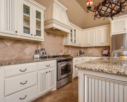 Houston kitchen Cabinets Backspalsh by Unique Builders