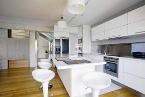 Modern Kitchen by Unique Builders